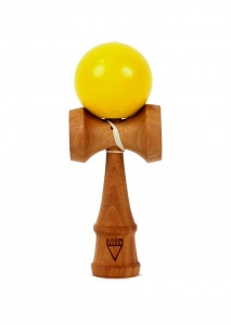 kendama_krom_deluxe_mahogany-moutarde-face