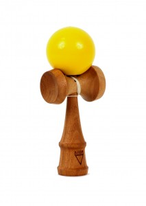 kendama_krom_deluxe_mahogany-moutarde-face_profil