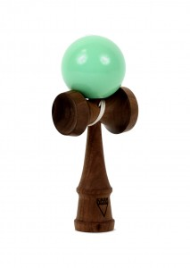 kendama_krom_deluxe_walnut_rubber_mint_profil