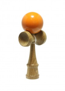 kendama_krom_deluxe_smoked_red_oak_orange_profil