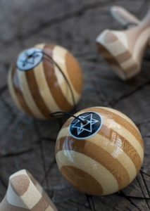kendama_israel_bamboo_black_shekel_both