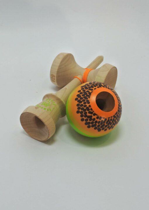kendama_sweets_lab_custom_v29_papaya_hole